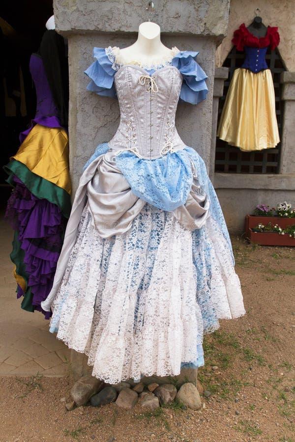 Vestidos e vestidos do renascimento do ` s das mulheres imagens de stock royalty free