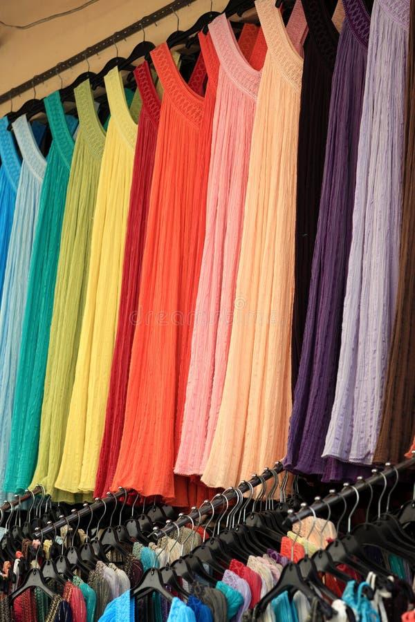 Vestidos em uma loja fotografia de stock royalty free