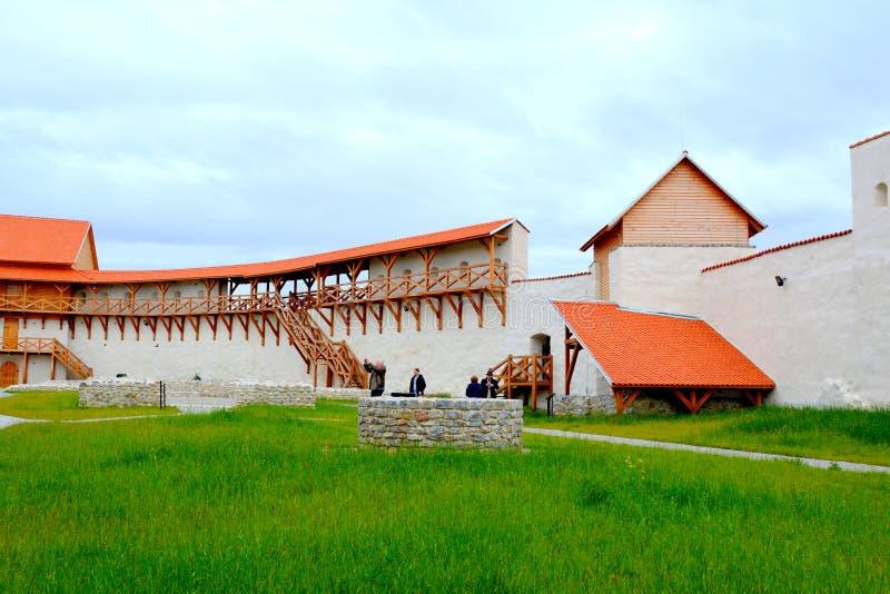 Vesting van het dorp Feldioara, Marienburg, Transsylvanië; Roemenië stock afbeeldingen