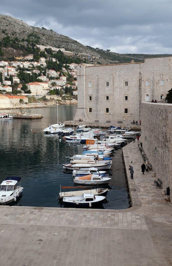 Vesting van St John en de jachthaven in oude Dubrovnik royalty-vrije stock foto