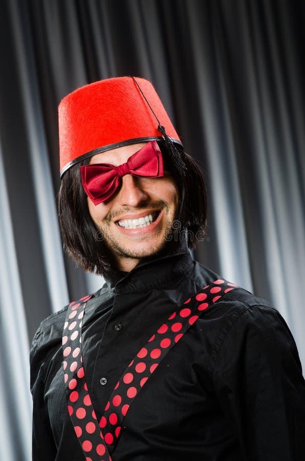Vestir engraçado do homem imagem de stock