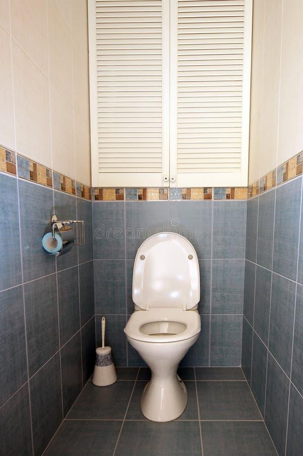 Vestir-quarto pequeno interior em azul e em bege imagem de stock royalty free