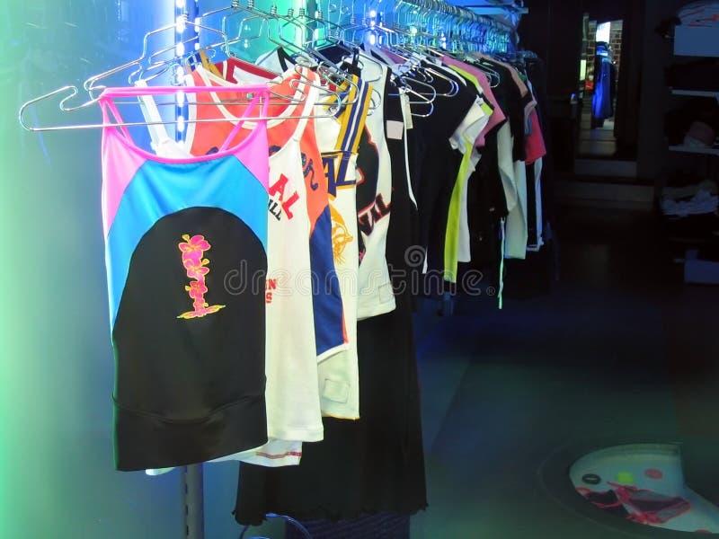 Vestiti al neon fotografia stock
