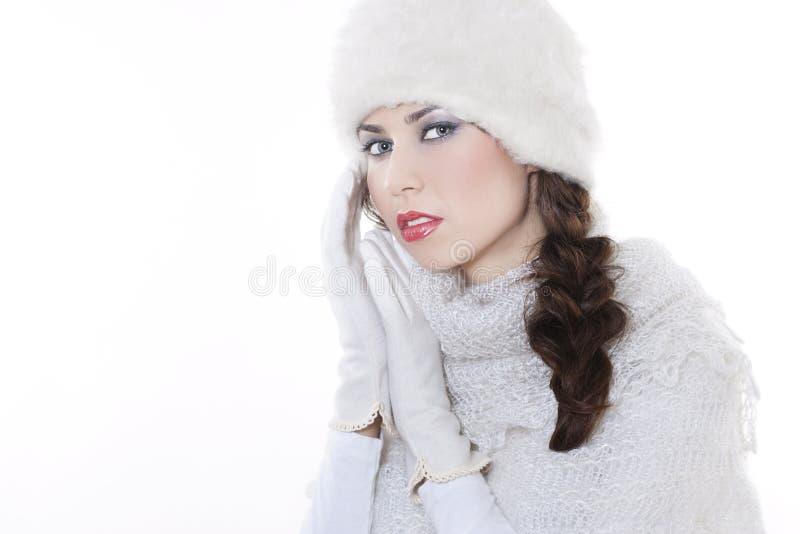 Vestiti da portare di inverno della giovane donna immagine stock