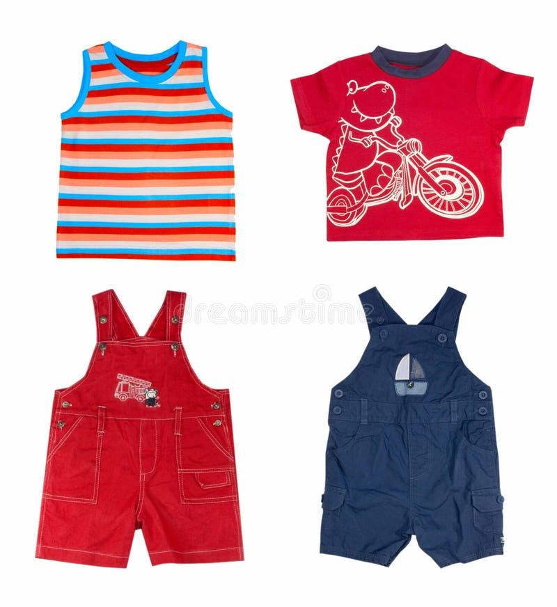 Vestiti del ragazzo di estate di modo. fotografia stock libera da diritti
