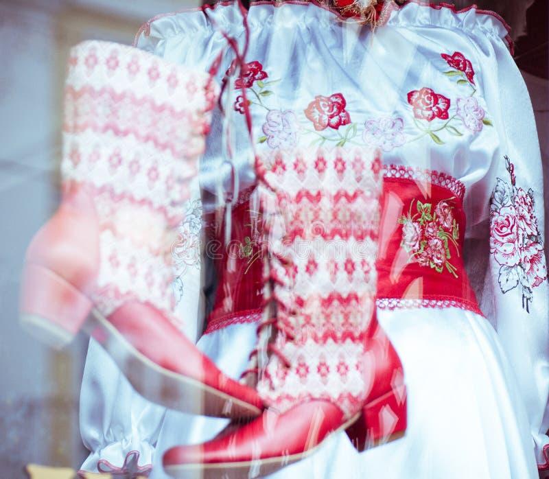 Vestiti e scarpe tradizionali fotografie stock