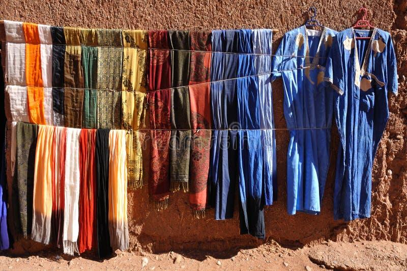 Vestiti variopinti, Marocco immagini stock