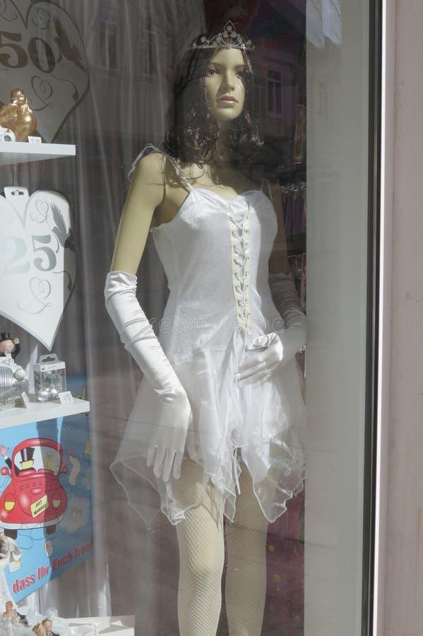 Vestito bianco dalla sposa gotica immagine stock libera da diritti
