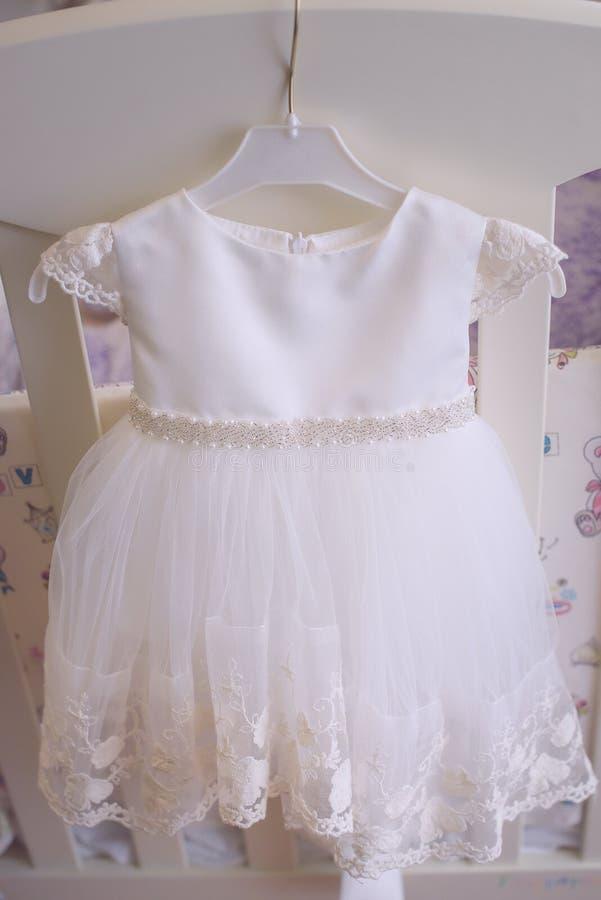 Vestito bianco di Tulle della neonata fotografie stock libere da diritti