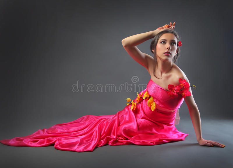 Vestito con i fiori fotografia stock libera da diritti