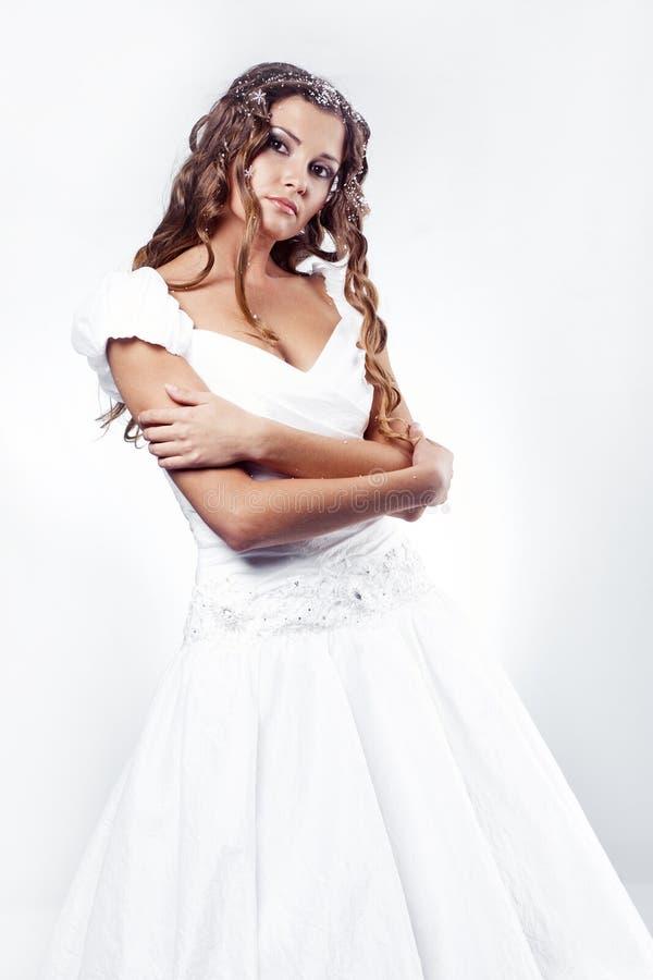 Vestito da cerimonia nuziale da portare della sposa di modo immagine stock libera da diritti