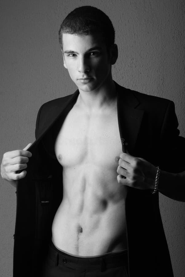 Vestito da portare dell'uomo chested nudo immagini stock libere da diritti