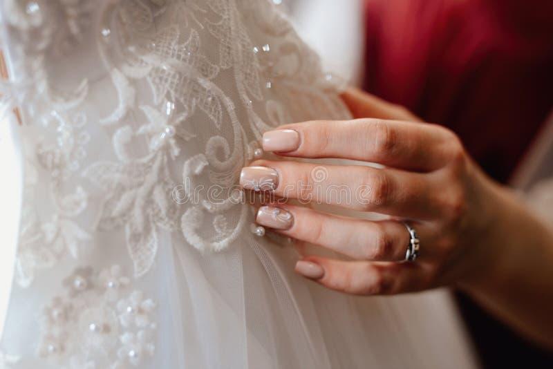 Vestito da sposa su un manichino fotografia stock