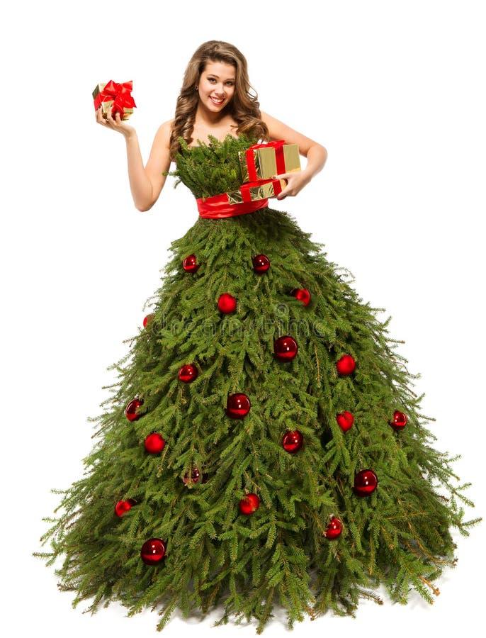 Vestito dall'albero di Natale, donna di modo con i regali attuali, bianchi fotografia stock