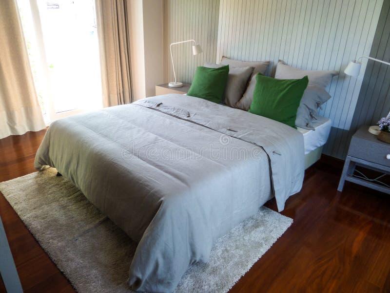 Vestito della camera da letto in villa pattaya dello stagno fotografie stock