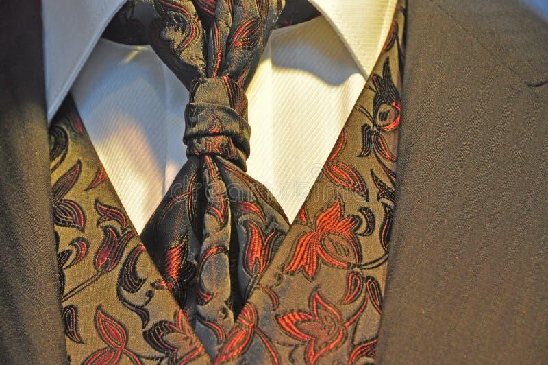 Vestito di cerimonia nuziale degli uomini romantici fotografie stock