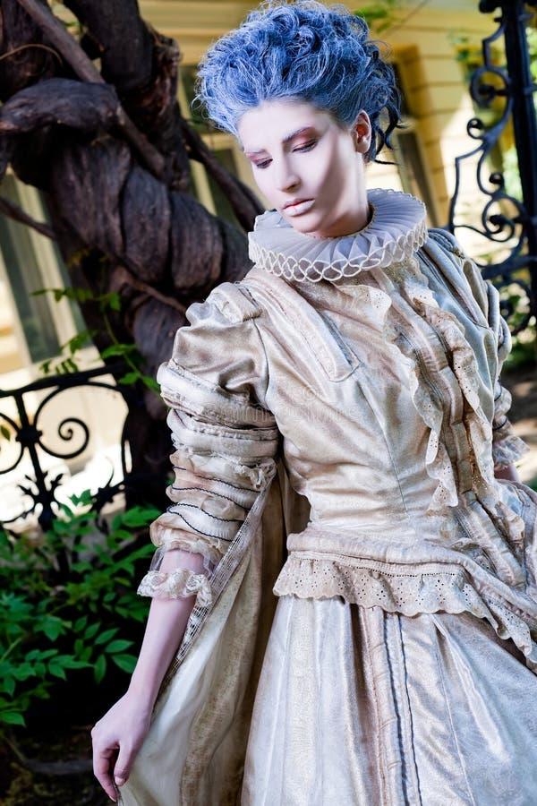 Vestito medioevale femminile immagini stock