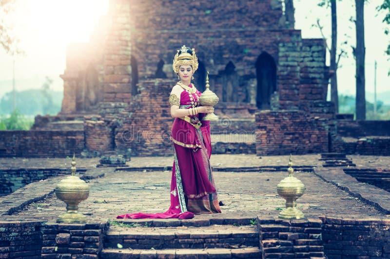 Vestito tailandese di donna dal traditionnel asiatico antico di usura, stile della Tailandia immagine stock