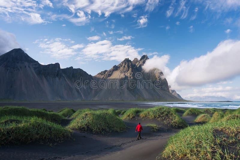 Vestrahorn berg och Stokksnes, Island arkivfoton