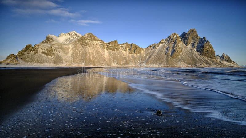 Vestrahorn, Stoksness Islandia imagen de archivo libre de regalías