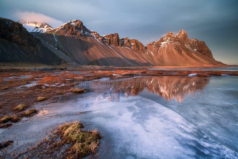 Vestrahornberg op het Stokksnes-Schiereiland, Hofn, IJsland stock afbeeldingen