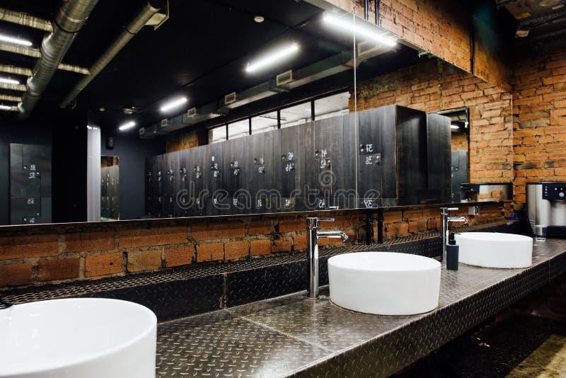Vestuario espacioso cómodo moderno elegante Interior, nadie Materiales costosos de la calidad, lujo foto de archivo