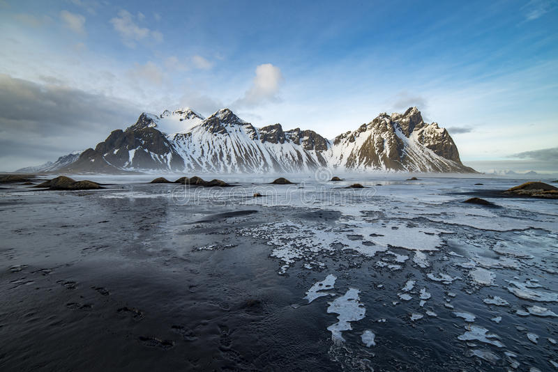 Vesturhorn avec la plage de glace photo stock