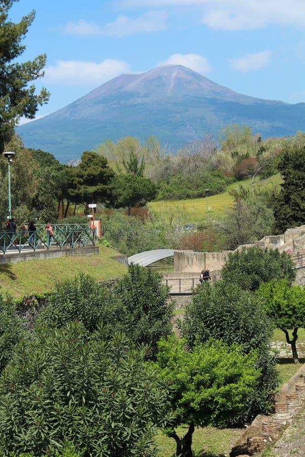 Vesuv über Pompeji stockfoto