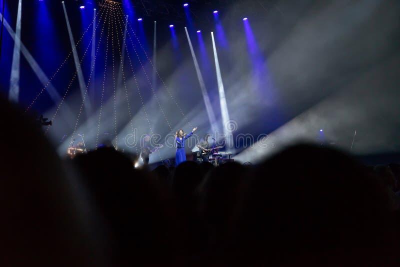07 13 2019 - Veszprém, Węgry: Katie Melua błękitów wystrzału ludu jazzowy koncert w Veszpem areny festiwalu jazzowym zdjęcie royalty free