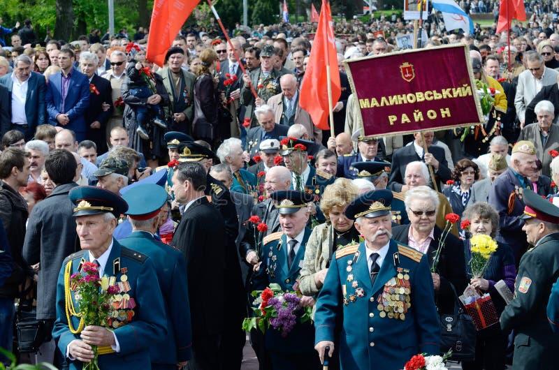 Veteranen van Tweede Wereldoorlog die bloemen in Uknown Seaman Monument in een herdenking van Sovjetstrijders op Victory Day kome royalty-vrije stock foto's
