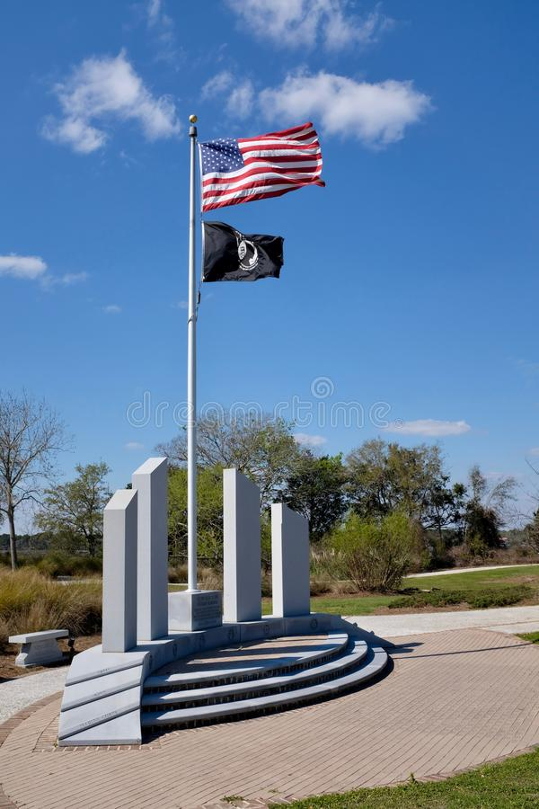 Veteranos conmemorativos con el americano y MIA Flags imágenes de archivo libres de regalías