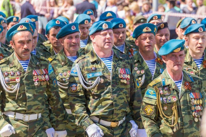 : Veteranos das forças transportadas por via aérea na parada fotografia de stock