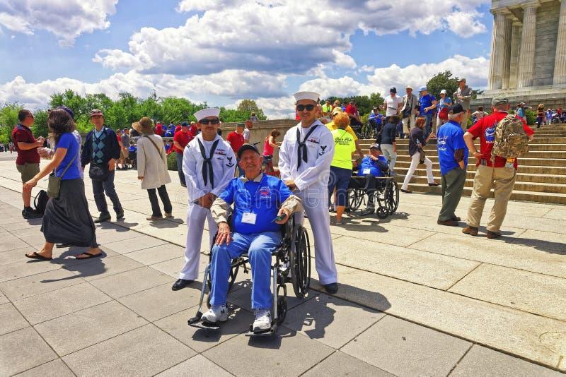 Veteranos de guerra al lado de Lincoln Memorial en Washington DC fotos de archivo