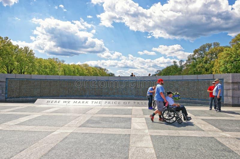 Veteranos na parede da liberdade do memorial nacional da guerra mundial 2 imagem de stock