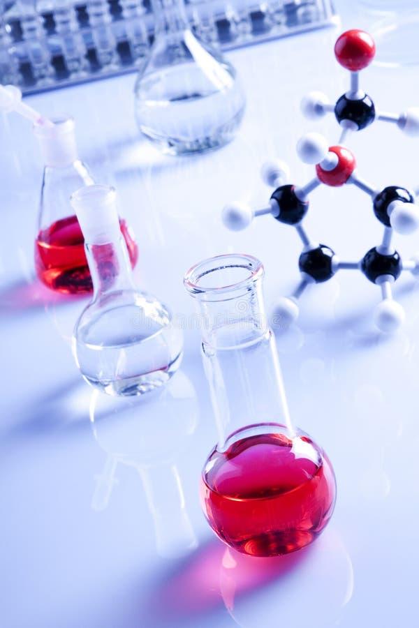 Vetreria per laboratorio, liquido puro rosso fotografie stock