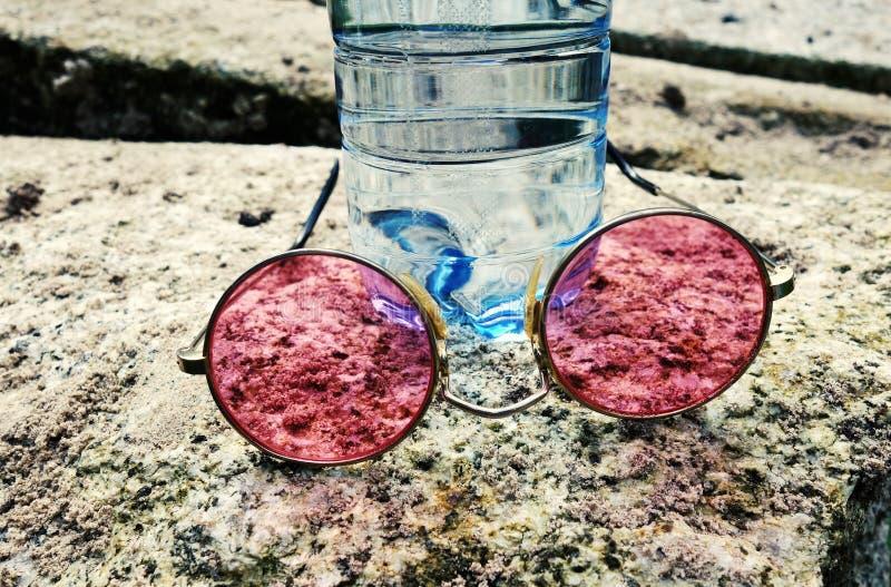 Vetri, bottiglia, pietra