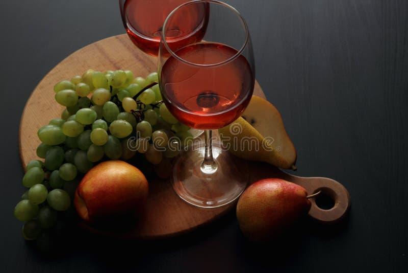 Vetri con vino rosato immagini stock libere da diritti