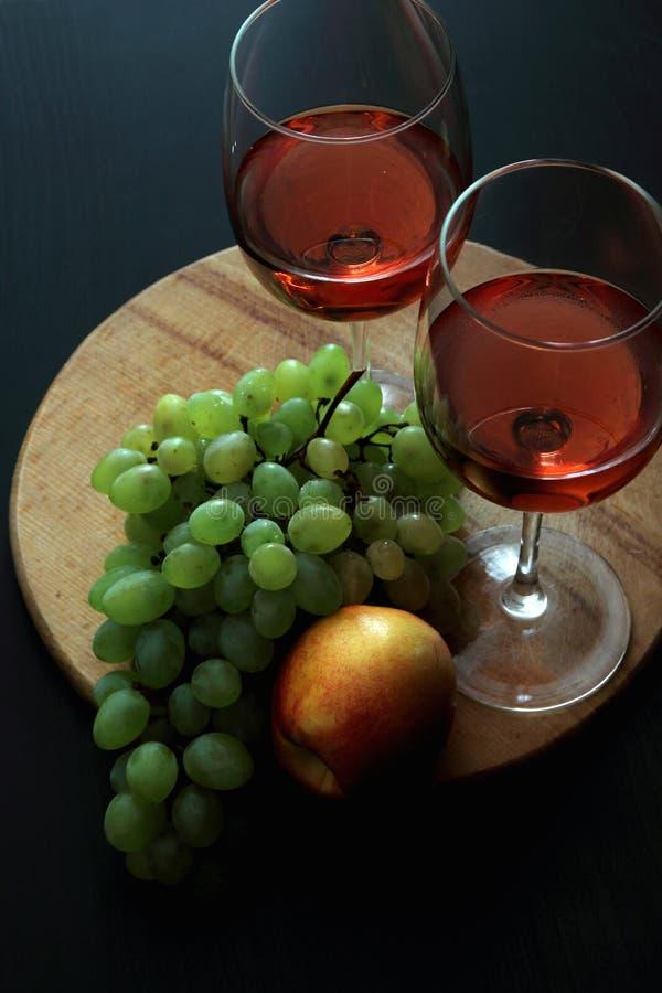 Vetri con vino rosato fotografia stock