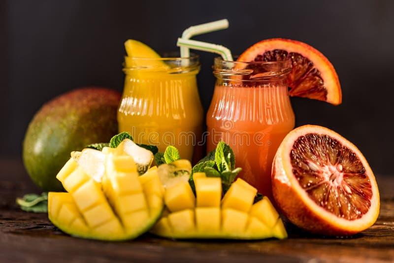 Vetri dei succhi Rinfreschi e bevande di estate fotografia stock libera da diritti