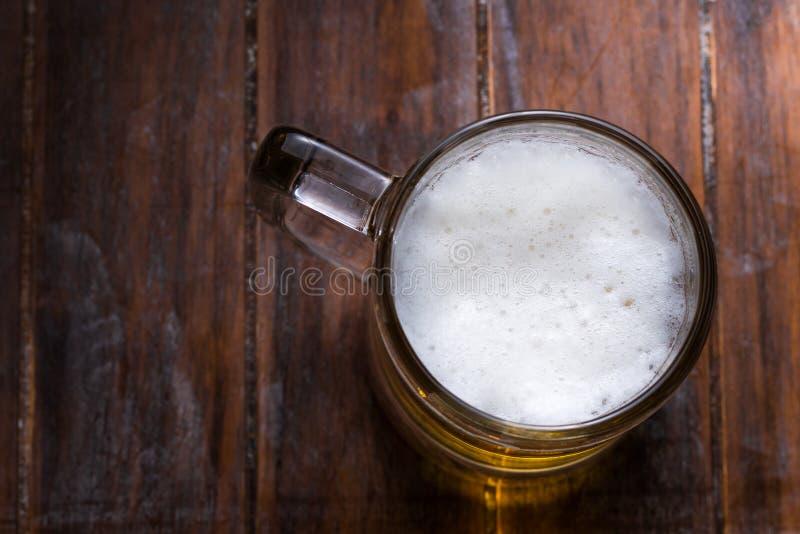 Vetri di birra leggera e scura fotografia stock libera da diritti