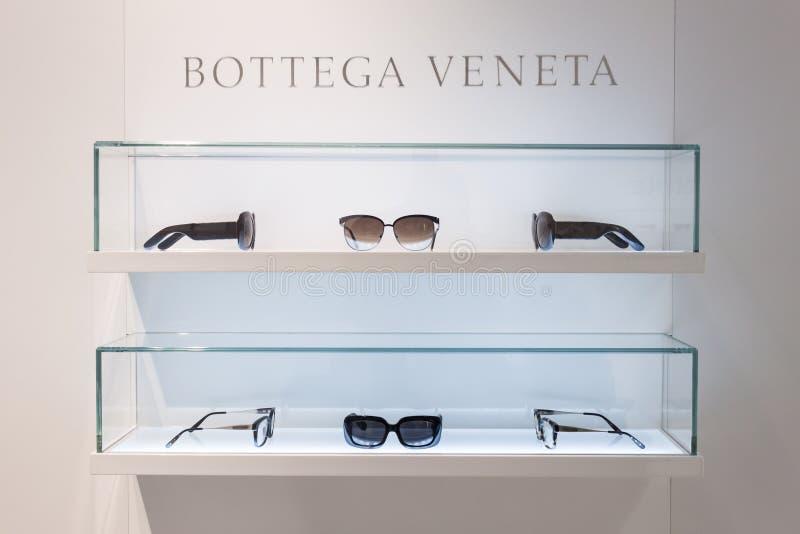 Vetri di Bottega Veneta su esposizione a Mido 2014 a Milano, Italia fotografie stock libere da diritti