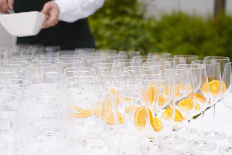 Vetri di Champagne per tostare fotografia stock libera da diritti