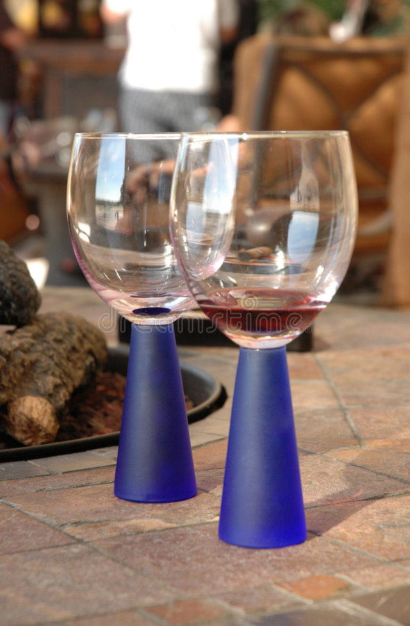 Vetri di vino moderni fotografia stock libera da diritti