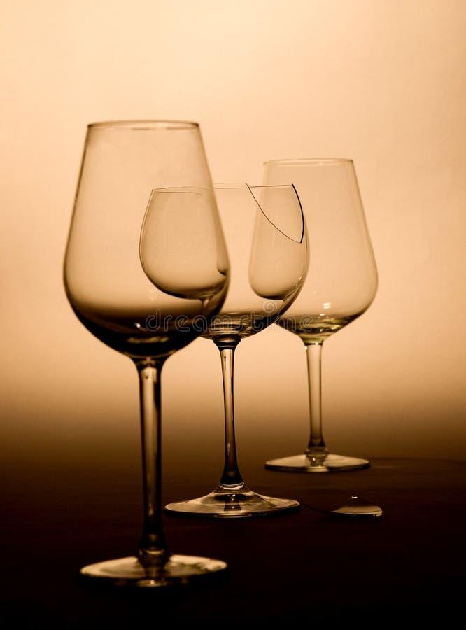 Vetri di vino nei toni marroni fotografie stock libere da diritti