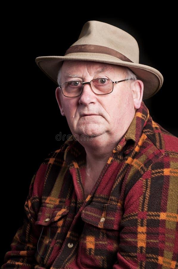 Vetri e cappello da portare pensionati maschio maggiore fotografia stock