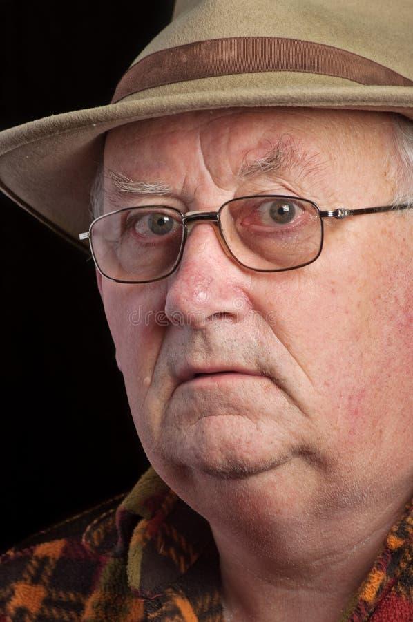 Vetri e cappello da portare pensionati maschio maggiore fotografie stock