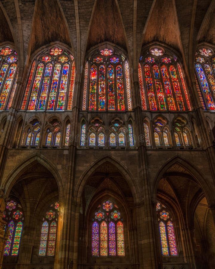 Vetri macchiati famosi alla cattedrale di Leon, Castiglia y Leon fotografia stock