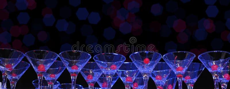 Vetri per il cocktail con le bacche della ciliegia immagine stock libera da diritti