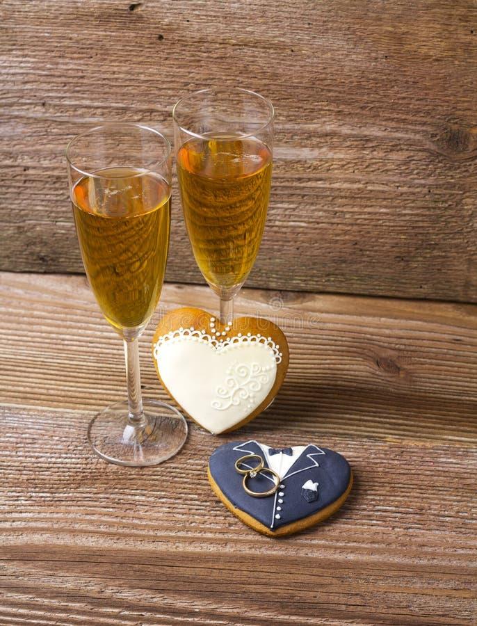 Vetri riempiti di champagne fotografia stock libera da diritti