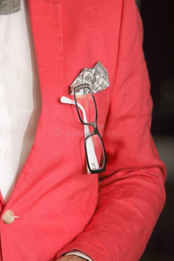 Vetri rossi del fazzoletto del rivestimento in occhiello fotografie stock libere da diritti